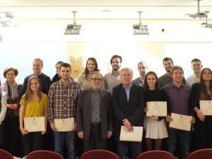 Foto de grup amb els estudiants becats.