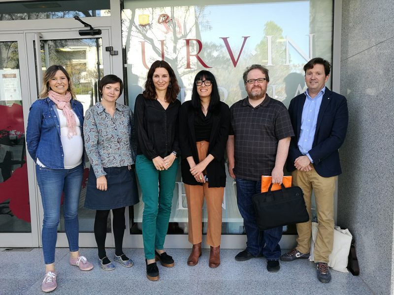 De dreta a esquerra, els professors Albert Fonts i Gerard Ryan, Tamara S.B. Ingram de Cornell i Marina Casals, Alexandra Godeanu i Georgina Grau del Centre Internacional