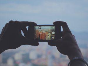 Los vídeos en directo y las historias en las redes sociales son recursos cada vez más utilizados.