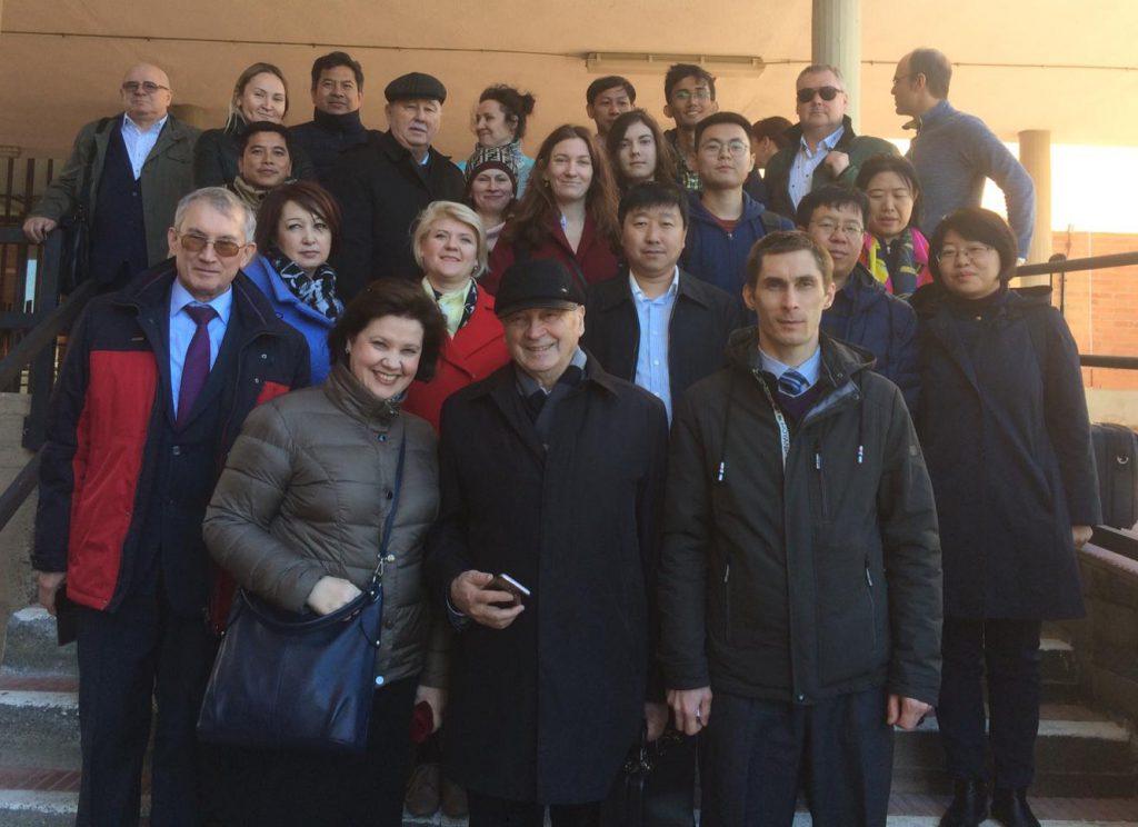 Membres del projecte durant una de les visites a Instituts de Formació Professional de Tarragona.