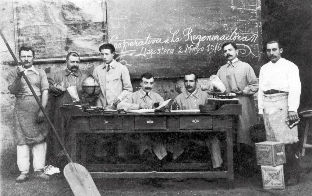 Personal de la Cooperativa La Regeneradora de Llagostera.