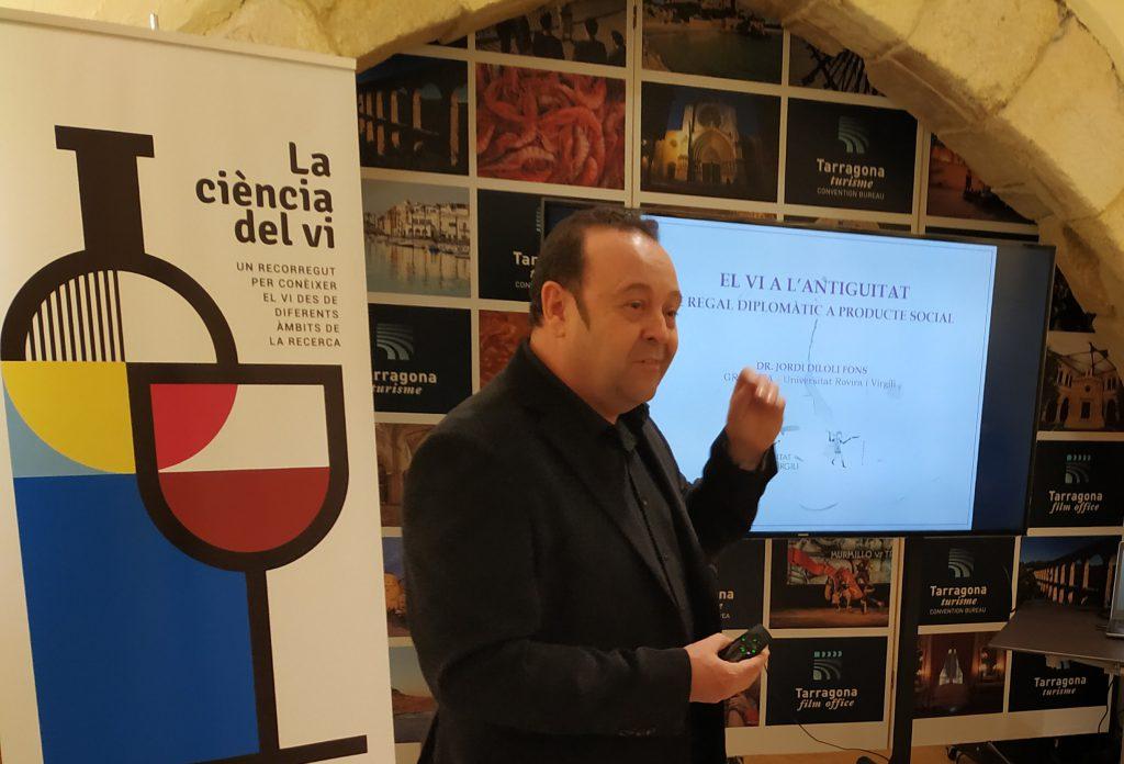 L'investigador Jordi Diloli a l'inici de la seva xerrada.