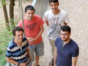 Pedro García, a l'esquerra, acompanyat d'altres membres del grup de recerca.