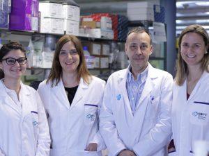 Sonia Fernández-Veledo y Joan Vendrell, en el centro, han liderado la investigación.