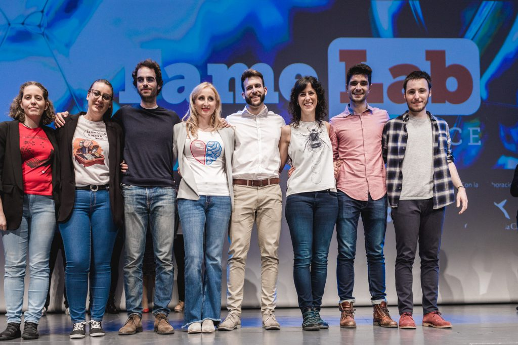 Foto de grupo de los ocho finalistas.