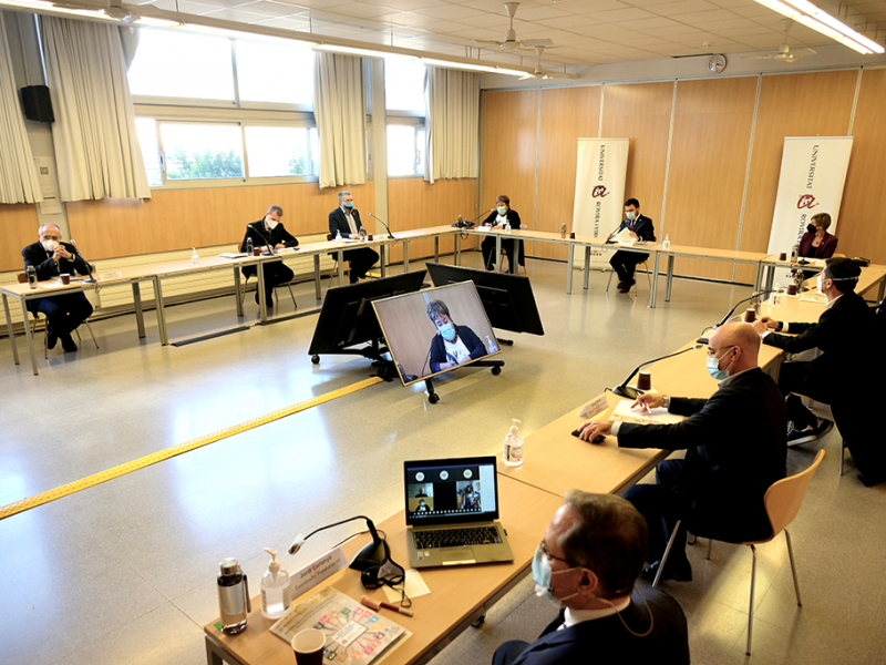 Una imagen de la presentación del proyecto de transición energética del territorio al vicepresidente de la Generalitat en funciones, Pere Aragonès.
