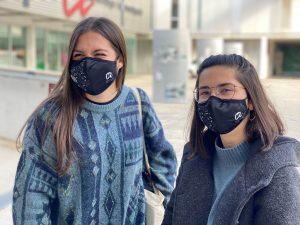 Dues estudiants amb la mascareta URV