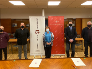 Signatura del conveni entr ela URV i l'Institut d'Estudis Vallencs