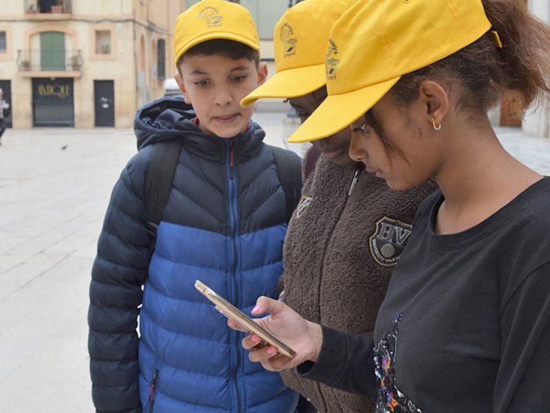 estudiants de secundària utilitzant l'app MHM a Tarragona